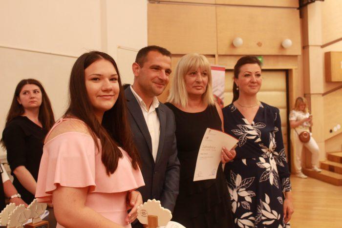 Jagoda Sabljić, državna prvakinja iz debate, nagrađena Oskarom znanja